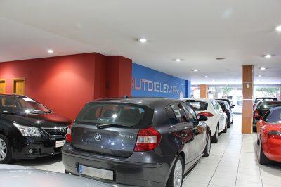 Interior con logo Auto Iglemar